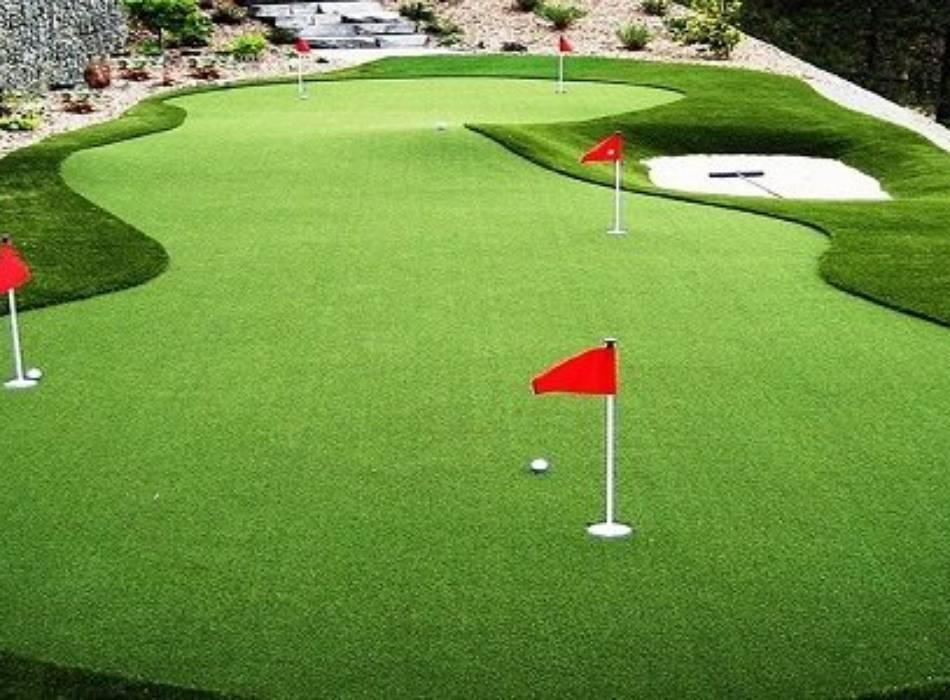 Ứng dụng thảm cỏ nhân tạo làm sân chơi trong nhà cho không gian xanh mát.