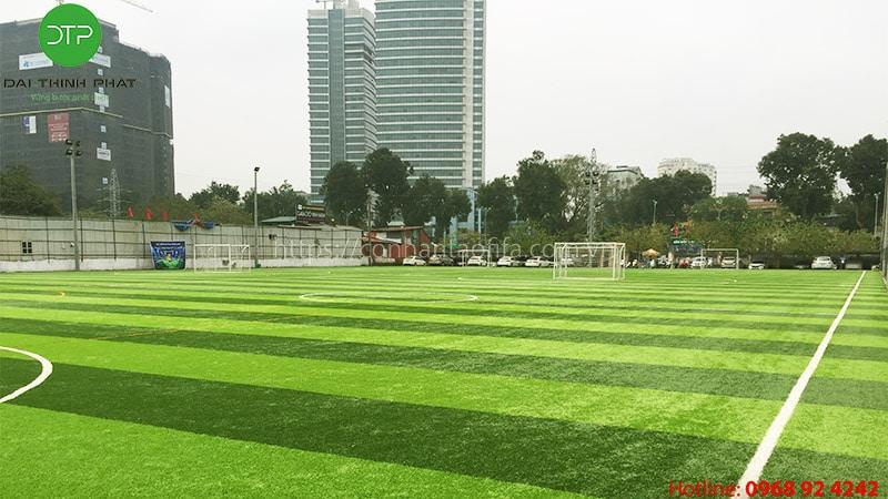 Chi phí đầu tư sân bóng đá cỏ nhân tạo?